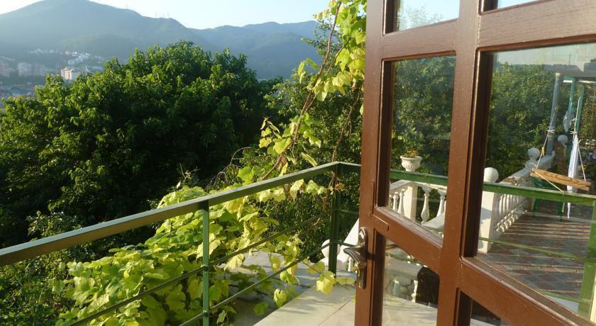 вам нужны отели лазаревского с видом на горы фото кого