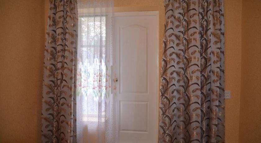 Фото номер Guest House on Konechniy pereulok Двухместный номер с 2 отдельными кроватями и видом на сад