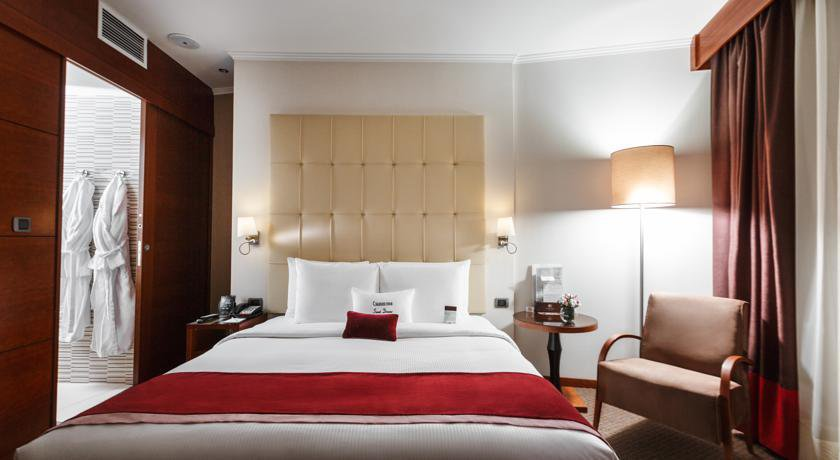 Фото номер Doubletree by Hilton Novosibirsk Номер с кроватью размера