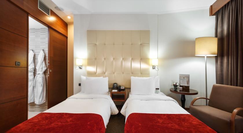 Фото номер Doubletree by Hilton Novosibirsk Стандартный двухместный номер с 2 отдельными кроватями