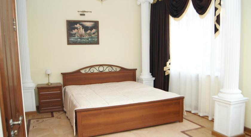 Фото номер Династия Двухместный номер Делюкс с 1 кроватью и балконом