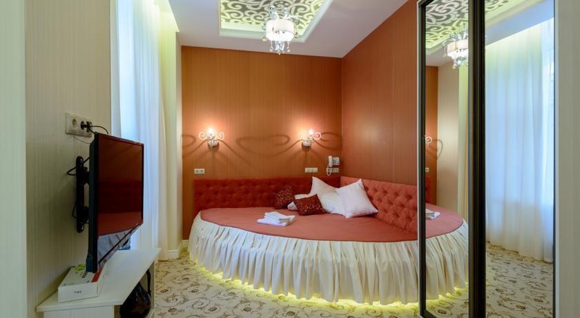 Фото номер Бутик-отель «Серебряная лошадь» (Silver Horse) Двухместный номер Делюкс с 1 кроватью и душем
