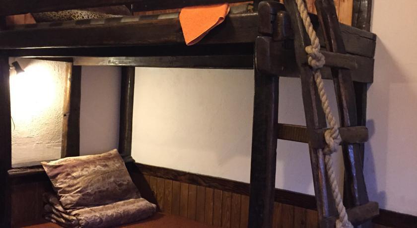Фото номер «Беловодье» Небольшой двухместный номер с 2 отдельными кроватями
