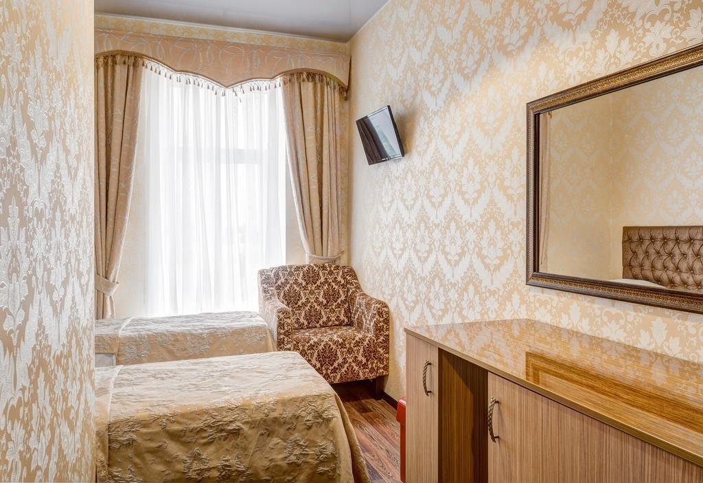 Фото номер Франт Отель Наири Двухместный номер эконом-класса с 2 отдельными кроватями
