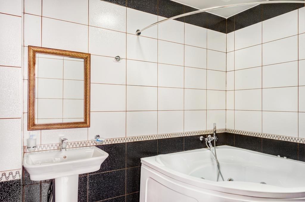 Фото номер Франт Отель Наири Люкс с 2 отдельными кроватями и гидромассажной ванной