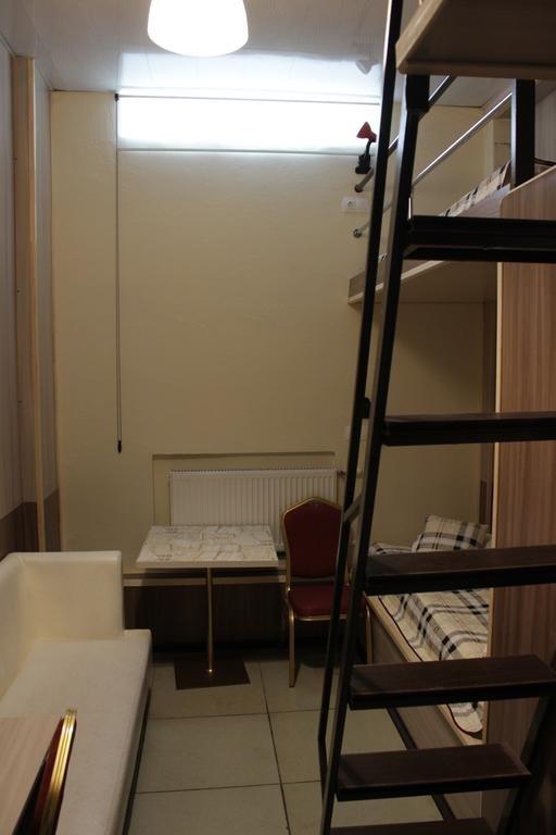 Фото номер Ринг  Бюджетный трехместный номер - Цокольный этаж