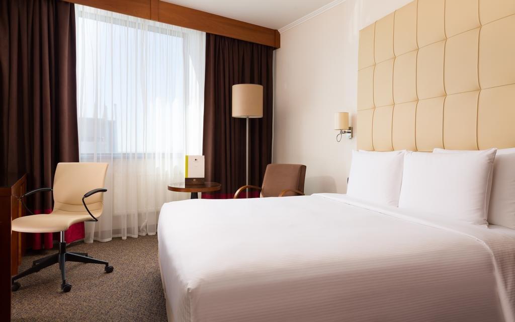 Фото номер Doubletree by Hilton Novosibirsk Номер с кроватью