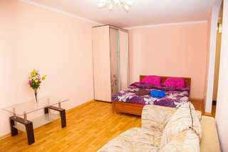 Апартаменты Semi-luxury Apt on Nezalezhnoi Ukrаiny 63 near Intourist Hotel