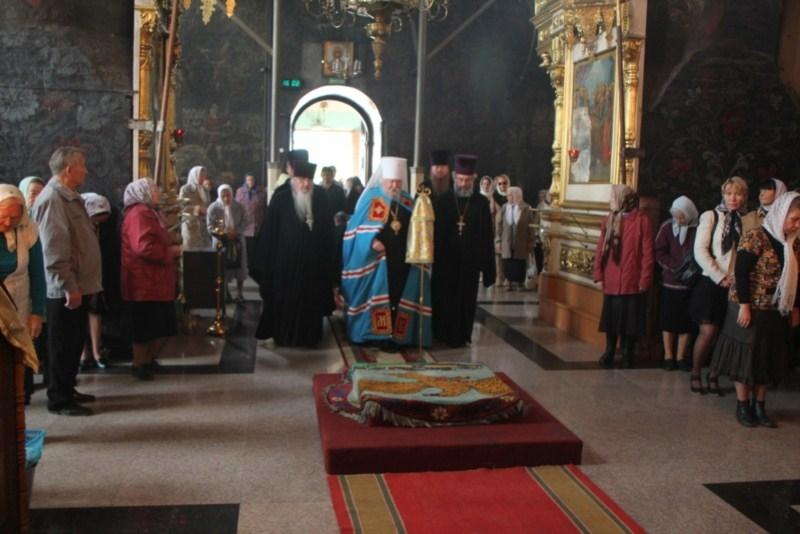 Божественная литургия в введенском кафедральном соборе в день преполовения пятидесятницы