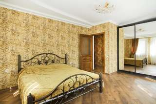 Апартаменты APARTMENT IN DERIBASOVSKAY STREET 20